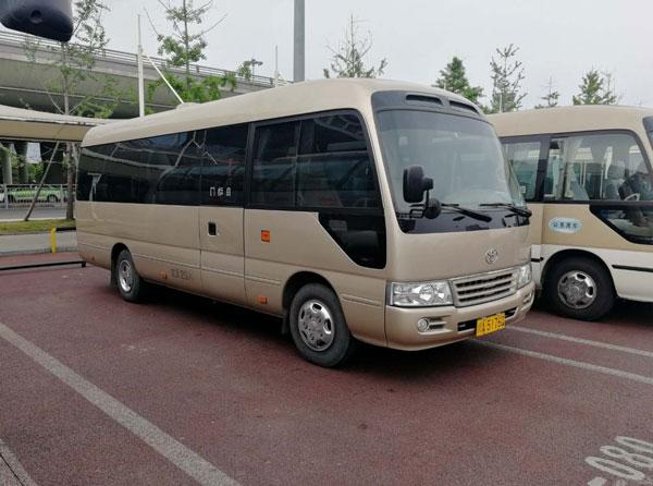 重庆23座丰田考斯特中巴车包车价格