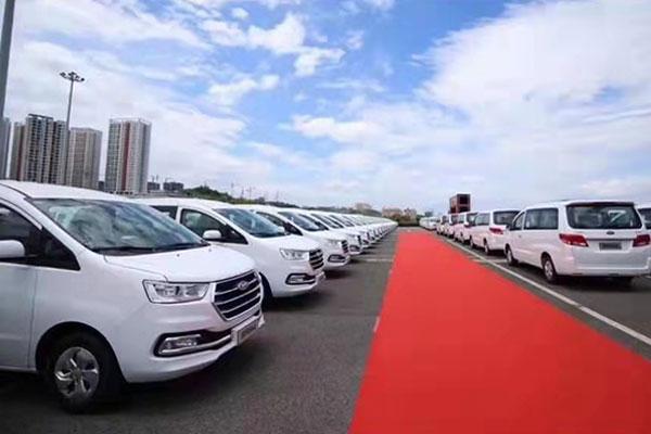 重庆旅游包车价格-金龙小巴16-19座一天多少钱?