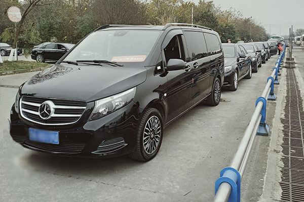 重庆奔驰v260租车